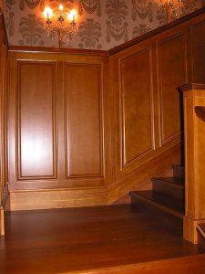 Стеновые панель из массива дерева при отделке лестницы