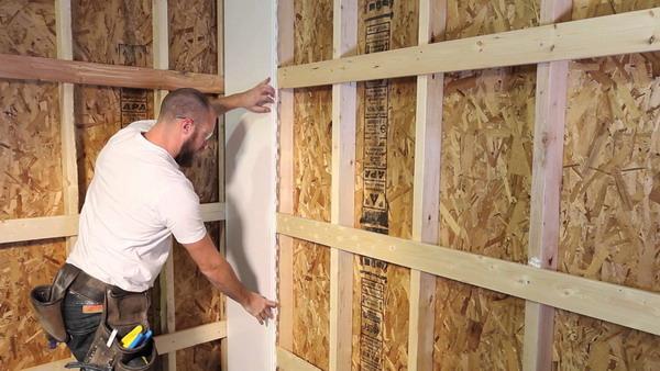 Фиксация стеновых деревянных панелей при помощи обрешетки