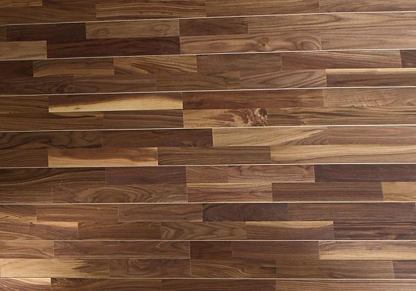 Обшивка стен из плит на буковой основе с покрытием из орехового шпона