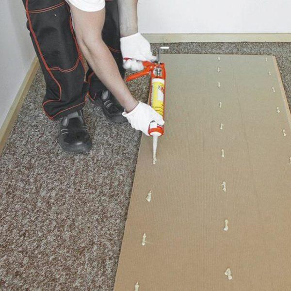 Монтаж стеновых панелей при помощи жидких гвоздей