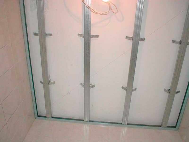 Каркас для монтажа потолочных панелей и плинтуса из ПВХ