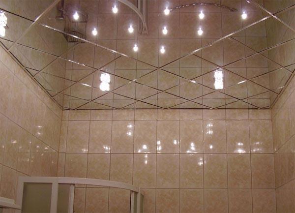 Зеркальные панели на потолке