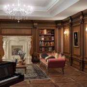 Дизайн гостиной с плитами МДФ в классическом стиле